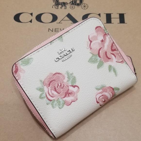 Coach Handbags - 🍒NWT🍒 COACH ZIP AROUND WALLET